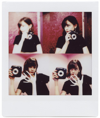 【HANDSOME GIRLS】emma meets instax SQUARE SQ10 0925_emma_switch_08-320x378