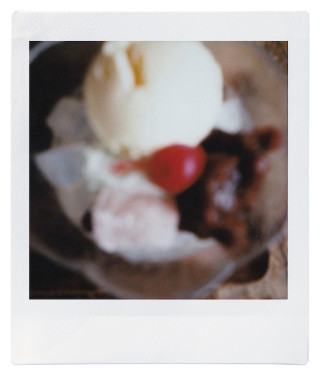 in living.のチェキ録 vol.01 0400_cheki_inliving_vol01_02-320x376